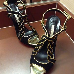 Oscar de la Renta Shoes - Beautiful black and gold heels